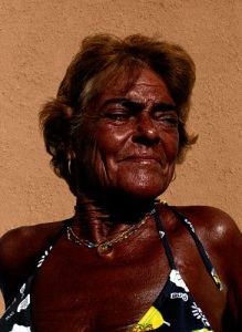 tanned woman efigenias